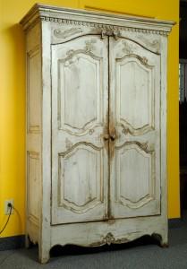 reArmoire bois ancien sculptéeproduction-armoire-bois-recycle-patriotes-laval-montreal-.jpg