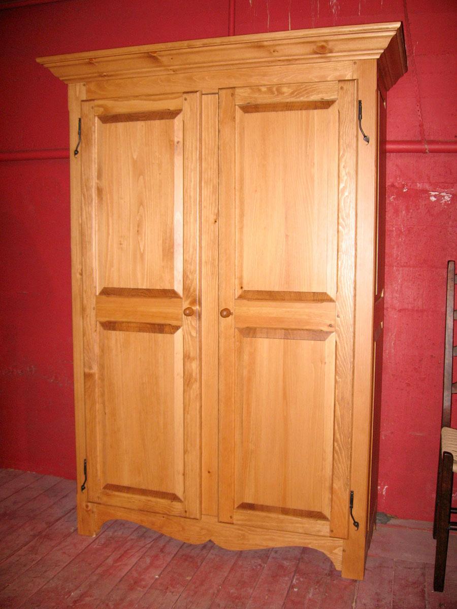 armoire traditionnelle qu b coise meubles des patriotes. Black Bedroom Furniture Sets. Home Design Ideas