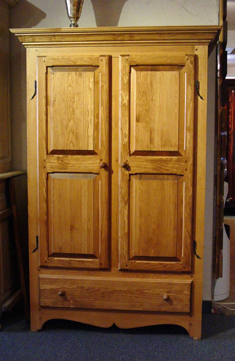 Armoire traditionnelle qu b coise meubles des patriotes for Meuble authentika laval