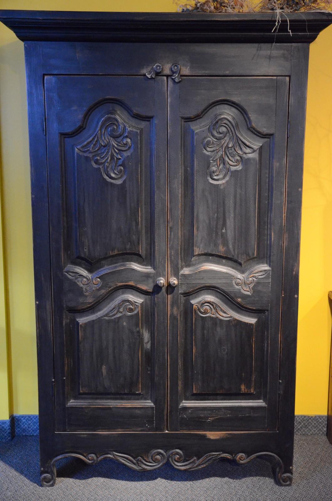 armoire sculpt e en bois recycl meubles des patriotes. Black Bedroom Furniture Sets. Home Design Ideas