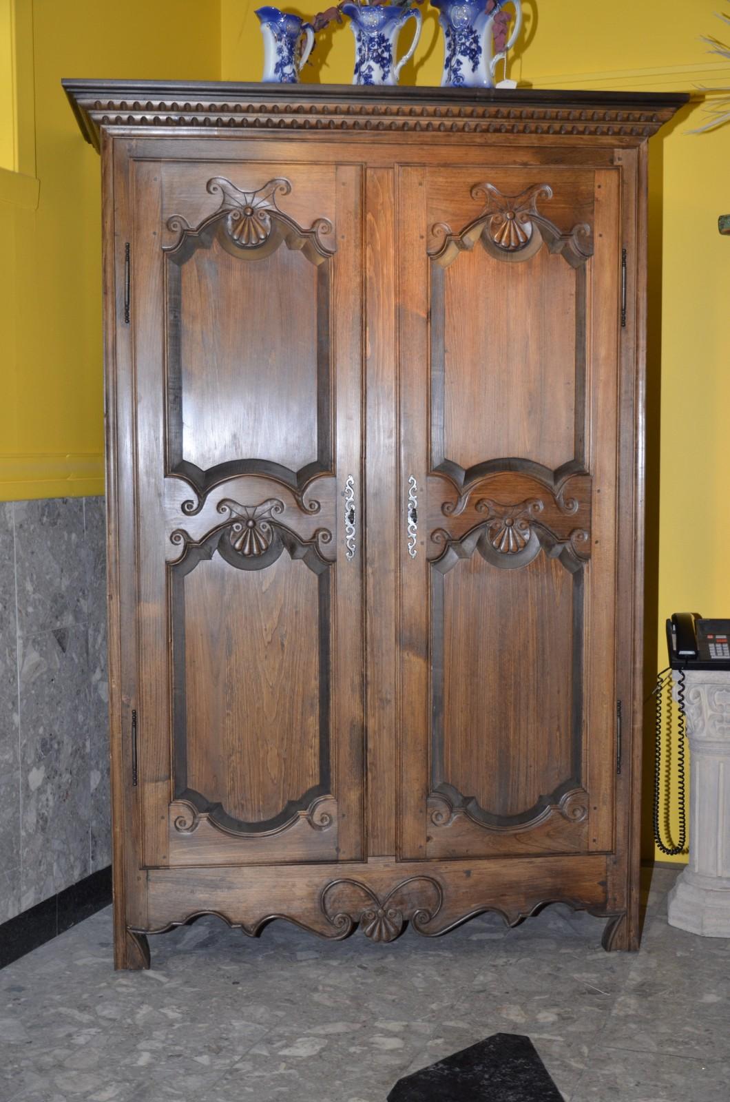 Armoire rustique et armoire sculpt e meubles des patriotes for Armoire blanche en pin