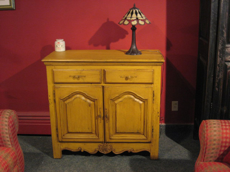 Meuble buffet 2portes 2tiroirs caseine antique patriotes for Buffet meuble montreal