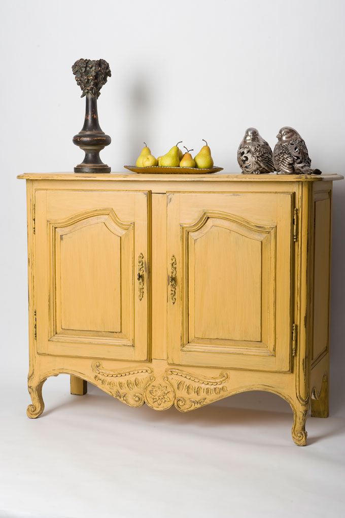 Buffet louisxv bois massif caseine jaune provence for Buffet meuble montreal