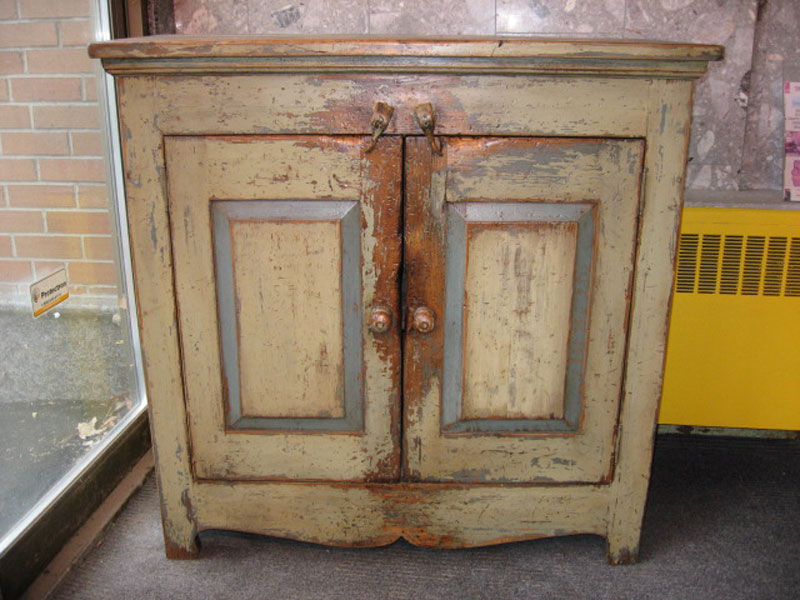 Buffet bois ancien caseine antique patriotes laval for Meuble antique montreal