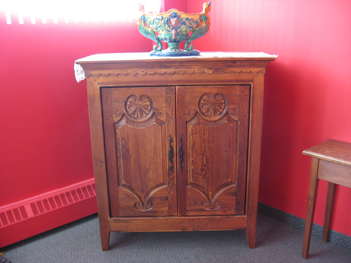 Reproduction buffet bois pin massif patriotes laval for Buffet meuble montreal