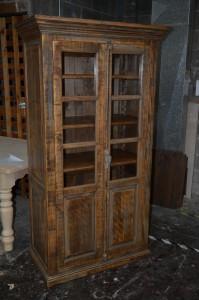 Armoire-bibliothèque vitrée en bois brut